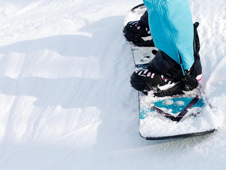 正しいスノボブーツ選びには試着が不可欠。試着時のポイント