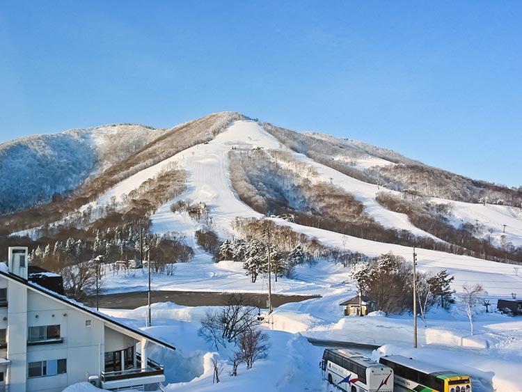 初めて滑るならまずはココ!斑尾高原スキー場